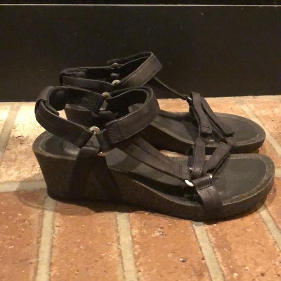 b85442c65016e Teva Ysidro Universal Wedge Sandals Black 7. M 5bf88b56035cf121b5882d39